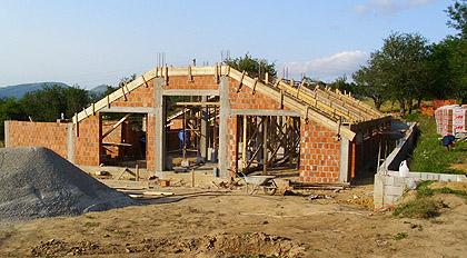 Помоћ за изградњу фарме на Космету