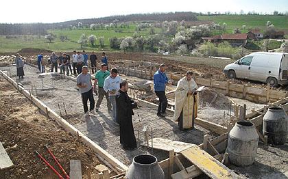 Изградња фарме на Космету