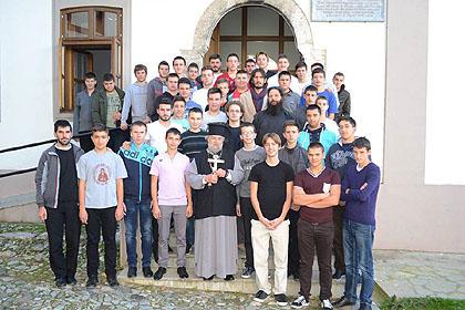 http://www.srbizasrbe.org/wp-content/themes/szs-theme/images/Kosmet/2014/bogoslovija/bogoslovija6.jpg