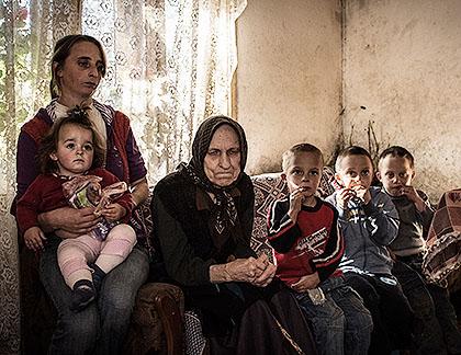 http://www.srbizasrbe.org/wp-content/themes/szs-theme/images/Kosmet/2015/poseta/Stamenkovici.jpg
