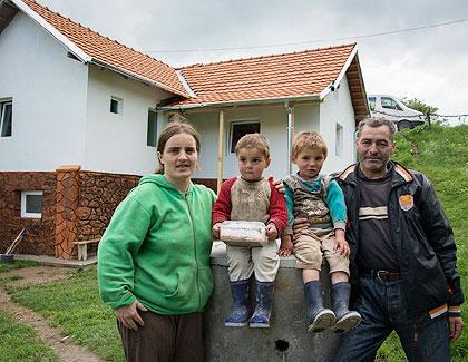Стојковићи са КиМ усељени у нову кућу