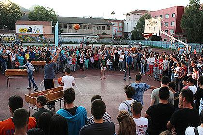 https://www.srbizasrbe.org/wp-content/themes/szs-theme/images/Kosmet/2017/Trojkaizbloka/treca-sreca-u-srcu-srbije-11.jpg