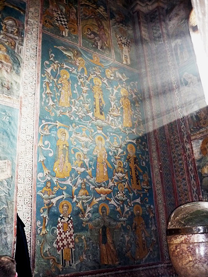 Унутрашњост манастира Високи Дечани