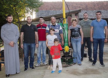http://www.srbizasrbe.org/wp-content/themes/szs-theme/images/Krajina/2015/septembar/DSC_2642.jpg