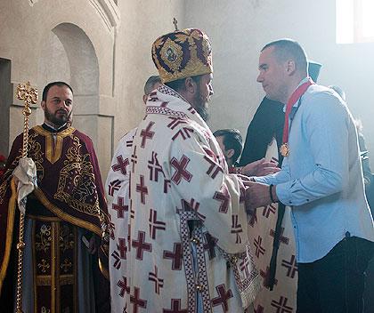 Срби за Србе примили Орден Епархије Горњокарловачке