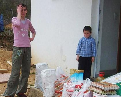 Михићима купљена храна за Васкрс