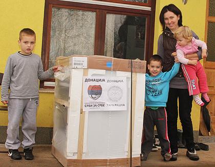 Помоћ за поплављене у Шековићима