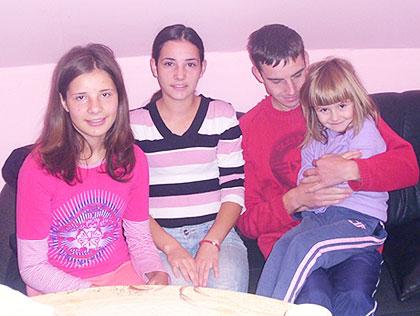 СЗС у посети породици на Палама