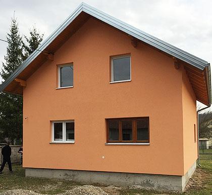 Завршене куће породицама у Лопарама