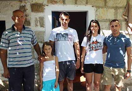 СЗС у посети Поповићима код Требиња