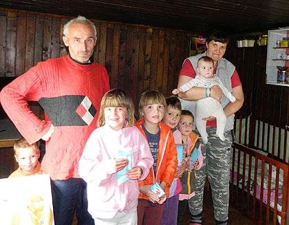 СЗС у посети Галешићима код Кнежева