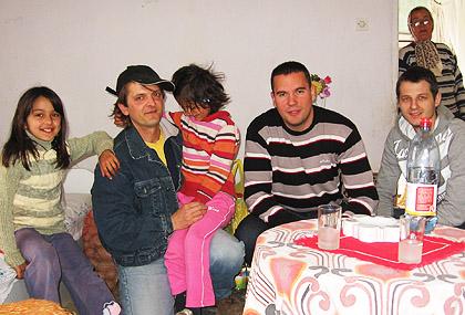 Помоћ у храни за породицу Дањек