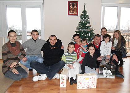 Божићна СЗС акција помоћ Костићима