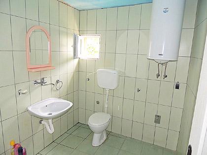 Изграђено купатило за породицу Дањек