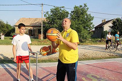 http://www.srbizasrbe.org/wp-content/themes/szs-theme/images/Srbija/2014/Lacarak/lac2.jpg