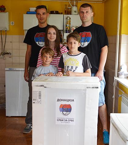 https://www.srbizasrbe.org/wp-content/themes/szs-theme/images/Srbija/2014/POPLAVE/TrstenikPomoc/trstenik01.jpg
