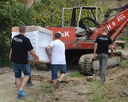 https://www.srbizasrbe.org/wp-content/themes/szs-theme/images/Srbija/2014/POPLAVE/TrstenikPomoc/trstenik03.jpg