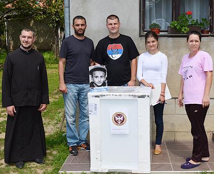 https://www.srbizasrbe.org/wp-content/themes/szs-theme/images/Srbija/2014/POPLAVE/TrstenikPomoc/trstenik08.jpg