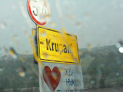 https://www.srbizasrbe.org/wp-content/themes/szs-theme/images/Srbija/2014/POPLAVE/krupanj4.jpg