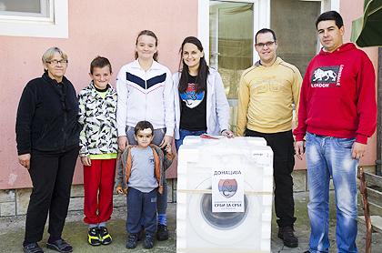 https://www.srbizasrbe.org/wp-content/themes/szs-theme/images/Srbija/2014/POPLAVE/obrenovac2/obrenovac%20%2812%29.jpg