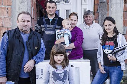 https://www.srbizasrbe.org/wp-content/themes/szs-theme/images/Srbija/2014/POPLAVE/obrenovac2/obrenovac%20%2817%29.jpg