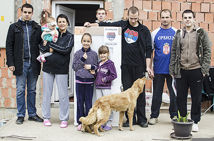 http://www.srbizasrbe.org/wp-content/themes/szs-theme/images/Srbija/2014/POPLAVE/obrenovac2/obrenovac%20%285%29.jpg