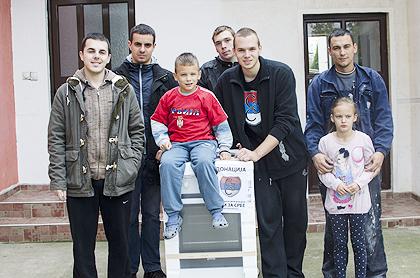 http://www.srbizasrbe.org/wp-content/themes/szs-theme/images/Srbija/2014/POPLAVE/obrenovac2/obrenovac%20%287%29.jpg