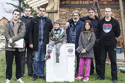 http://www.srbizasrbe.org/wp-content/themes/szs-theme/images/Srbija/2014/POPLAVE/obrenovac2/obrenovac%20%288%29.jpg