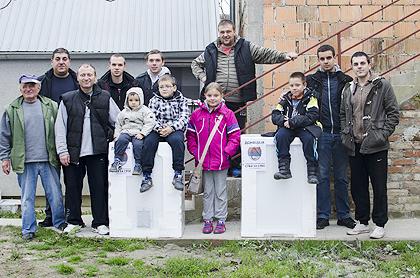 https://www.srbizasrbe.org/wp-content/themes/szs-theme/images/Srbija/2014/POPLAVE/obrenovac2/obrenovac.jpg