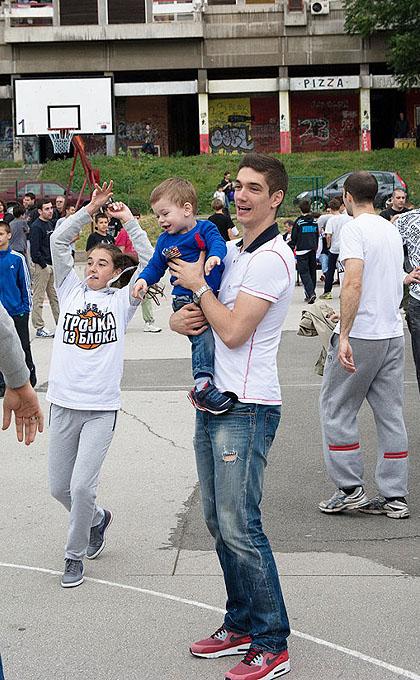 http://www.srbizasrbe.org/wp-content/themes/szs-theme/images/Srbija/2014/blok23/nbg6-682x1024.jpg