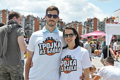 https://www.srbizasrbe.org/wp-content/themes/szs-theme/images/Srbija/2014/borca/trojka-iz-bloka-borca-3.jpg