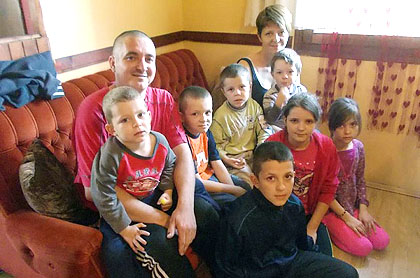 Помоћ за Ђуриће са деветоро деце