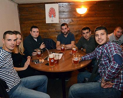 Добротворно вече у Српској кући пива