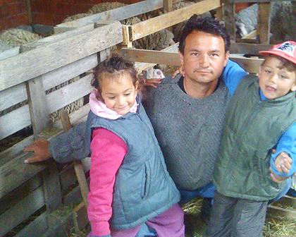Уручена помоћ у овцама за Лазовиће