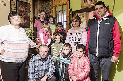 У посети десеточланој породици Љиљак