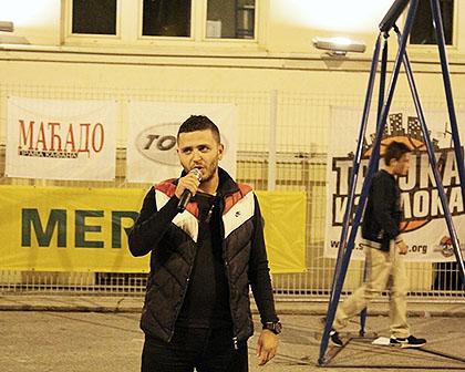 http://www.srbizasrbe.org/wp-content/themes/szs-theme/images/Srbija/2015/Zemun/trojka-iz-bloka-10.jpg