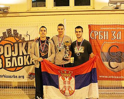 http://www.srbizasrbe.org/wp-content/themes/szs-theme/images/Srbija/2015/Zemun/trojka-iz-bloka-3.jpg