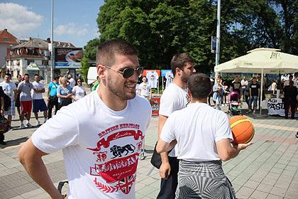 http://www.srbizasrbe.org/wp-content/themes/szs-theme/images/Srbija/2015/ns-trojka/ns19.jpg