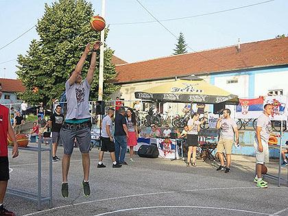 https://www.srbizasrbe.org/wp-content/themes/szs-theme/images/Srbija/2016/TrojkaIzBloka/Cacak/c5.jpg