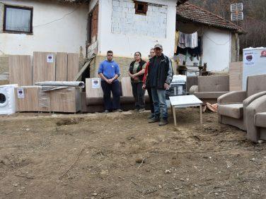Тројкама из Канаде помогнуте породице на КиМ